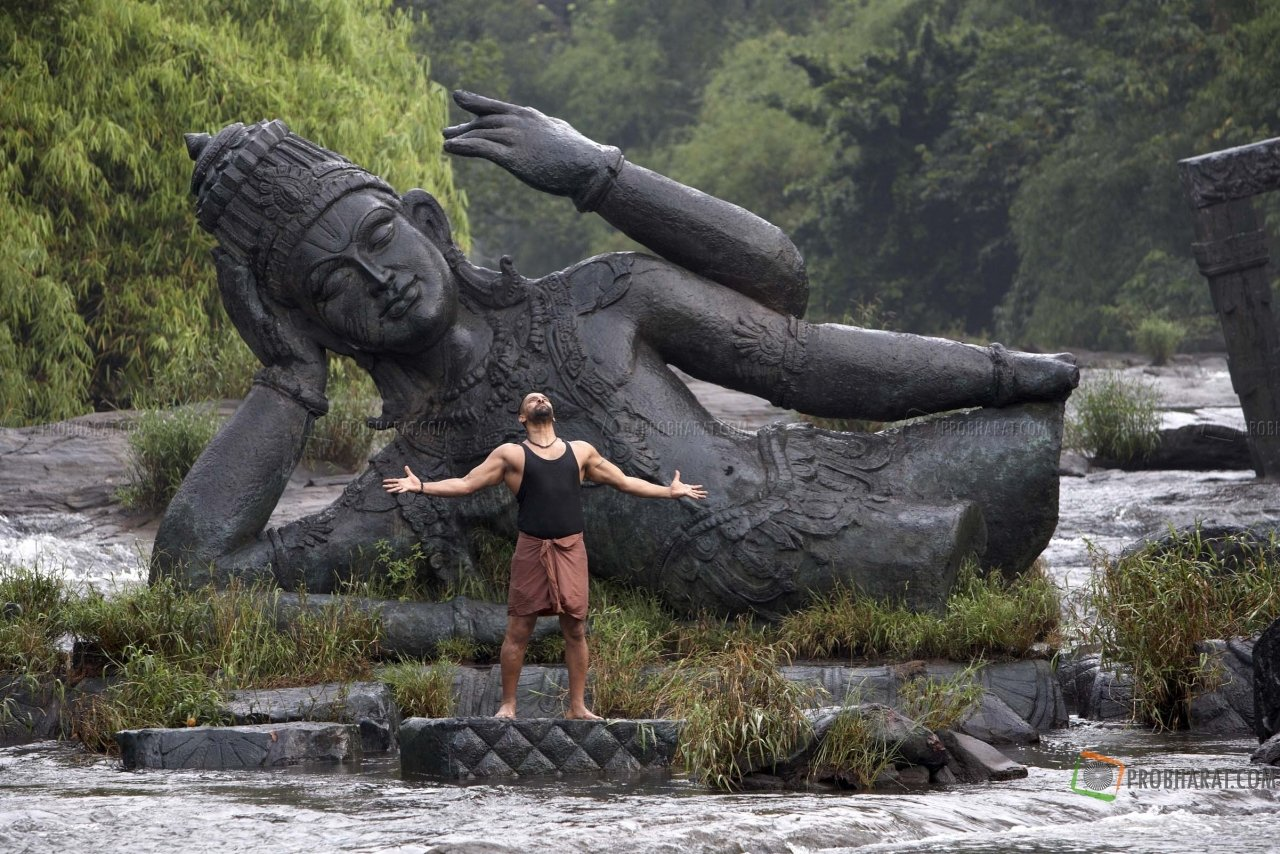 Stills from Raavanan