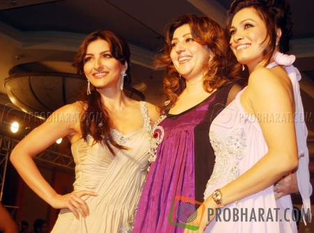 Soha Ali Khan and Archana Kochhar with Model