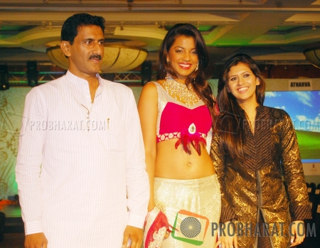 Sunil Rane, Mugdha Godse and Manali Jagta