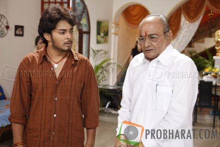 Stills from Manchivadu