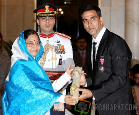 Akshay Kumar got his Padma Shri award from President of Indian Pratibha Patil
